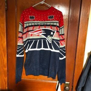 Foco speaker and light Patriot sweater NWT 1 flaw